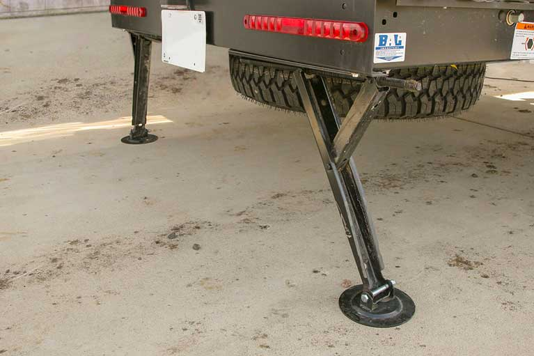 Dual Rear, Heavy-duty Extendable Stabilizing Jacks